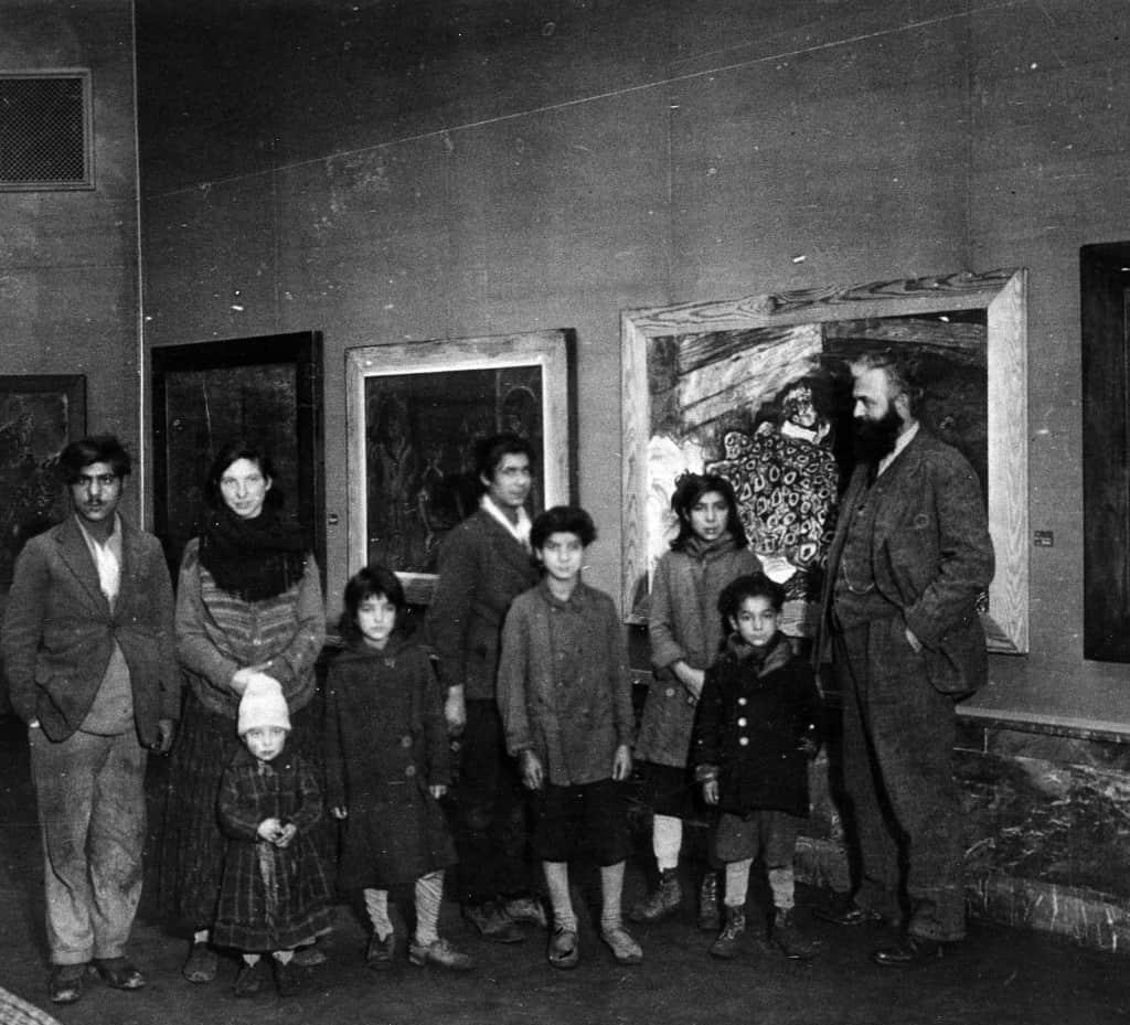 Otto Pankok mit seinen Modellen, Düsseldorf 1932 (c) Otto Pankok Stiftung, Hünxe