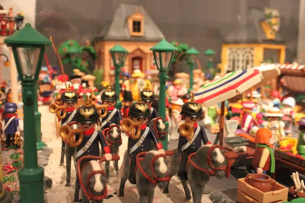Impression aus der PLAYMOBIL-Ausstellung: Stadtbild um 1900. Foto: Deutsches Pferdemuseum Verden