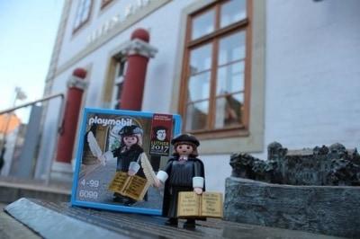 Die original Martin Luther Playmobilfigur ist ab sofort in der Tourist Information in Celle erhältlich. Copyright: CTM GmbH,  http://www.celle-tourismus.de/