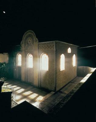 Refraction House, 1994, Synagoge Stommeln, Foto: Hubertus Birkner/Köln