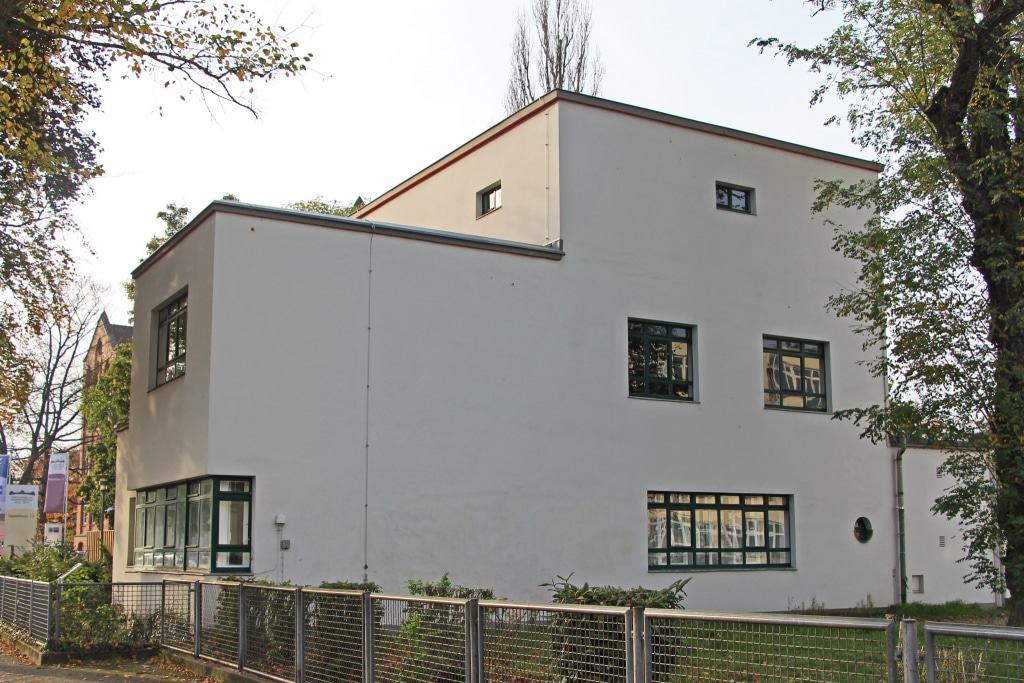 """Das Rektorenwohnhaus liegt neben der """"Glasschule"""" in der Sägemühlenstraße.  ©CTM GmbH; <a itemprop=""""url"""" href=""""http://www.celle-tourismus.de/"""" target=""""_blank"""" rel=""""noopener nofollow"""">➔www.celle-tourismus.de</a>"""