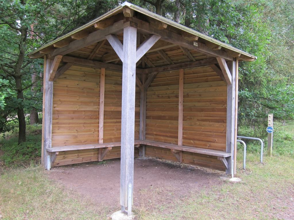 Schutzhütte für Wanderer und Radfahrer in der Misselhorner Heide