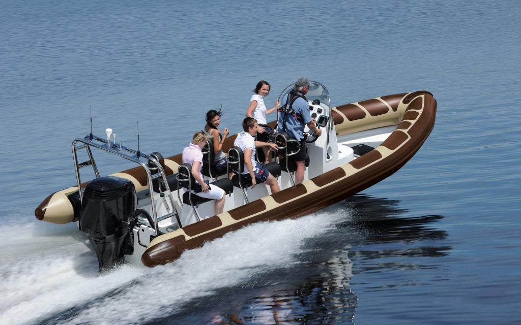 Mit 300 PS im Speedboot über den Tansania-See: die rasante Splash-Safari. Foto: Serengeti-Park Hodenhagen