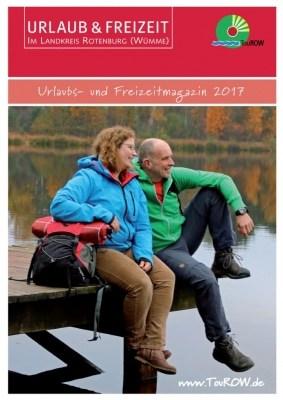 Der neue URLAUB- &FREIZEITkatalog 2017 für den Landkreis Rotenburg (Wümme) – zwei NORDPFADE-Wanderer entspannen am Bullensee © TouROW