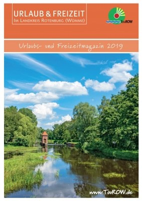 Der neue URLAUBs- & FREIZEITkatalog 2019 für den Landkreis Rotenburg (Wümme). © TouROW Das Titelbild stammt von Björn Wengler und trägt den Titel: Ankommen und Abschalten – So wie hier an der Oste in Bremervörde gibt es noch viel Natur zum Entschleunigen.
