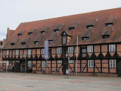Touristinformation Winsen (Luhe) im alten Marstall auf dem Schlossplatz in Winsen (Luhe)