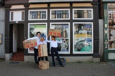 Das Kassen-Team vor der zukünftigen Theaterkasse, v.l.n.r.: Bastian Barry, Christina Behre, Elvira Bleile. © Schlosstheater Celle