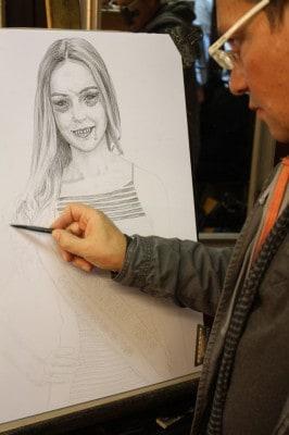 Der Heide-Park-Künstler Vitali Razborov zeichnet Horrorportrats der Halloweeks-Besucher, Foto: Foto Heide Park Resort 2015