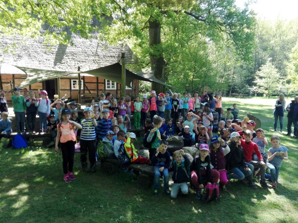Schülerinnen und Schüler der Grundschule am Pietzmoor  (Foto: Niedersächsische Landesforsten)