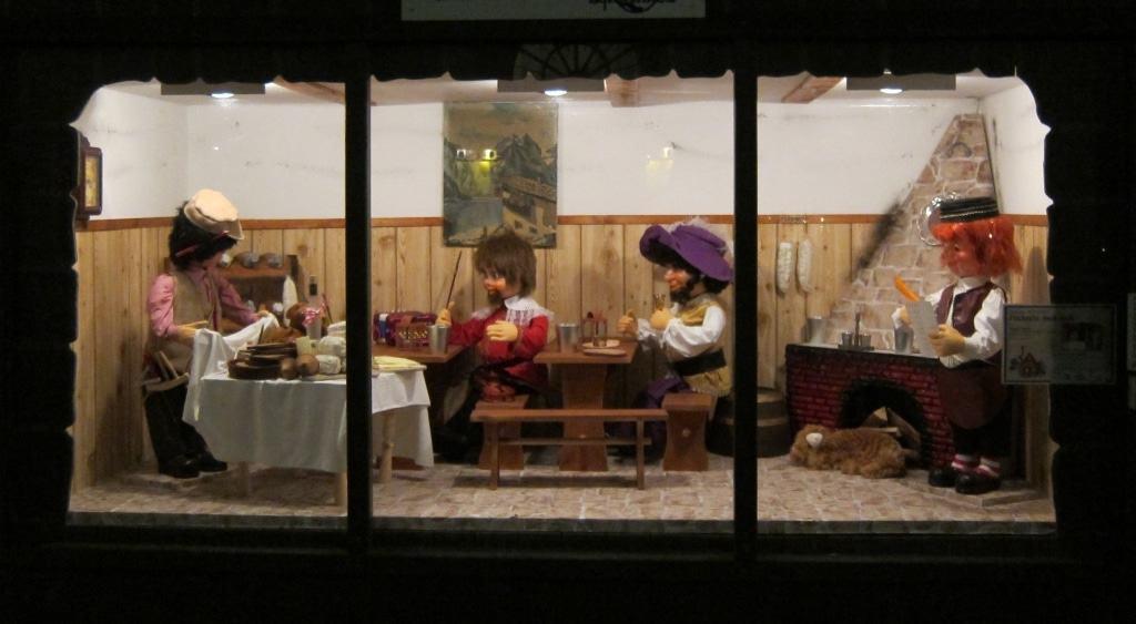 """In der Heiligengeiststraße in Lüneburg können Kinder u. a. das Märchen """"Tischlein deck dich"""" auf Hochdeutsch und Plattdeutsch anhören"""
